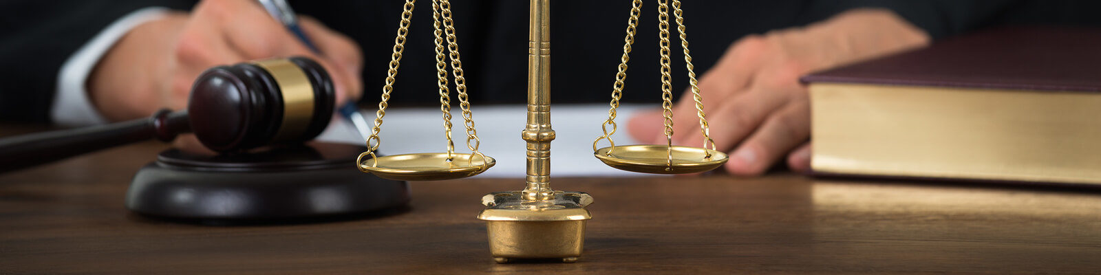 cropped-bigstock-Law-Scales-On-Table-With-Judge-115270250-1.jpg